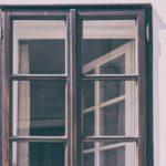 Vyberáme okná: Plast, drevo alebo hliník?